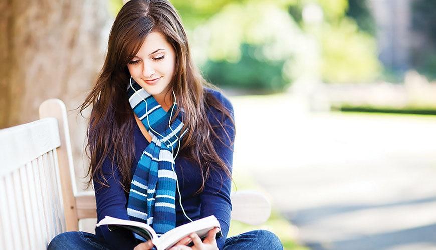Mujer estudiando 2
